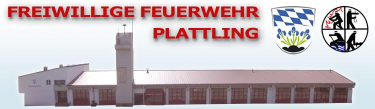 Feuerwehrhaus Plattling mit Feuerwehrlogo und Stadt Plattling Wappen